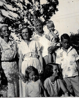Grandma Sallie Grandma Mattie Granddad Henry Danny Johm Richard Sandra Betty